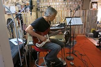Deniz Tek In The Studio